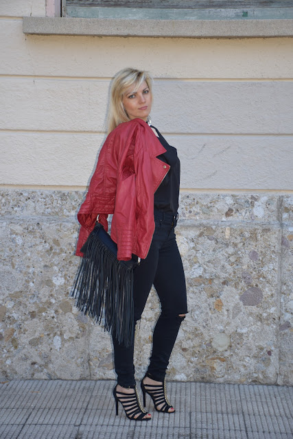 abbinamento nero e rosso come abbinare nero e rosso outfit nero e rosso black and red outfit how to wear red and black how to combine black and red mariafelicia magno fashion blogger outfit maggio 2017 outfit primaverili