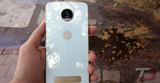 Moto Z Play Joins the Oreo Update Party