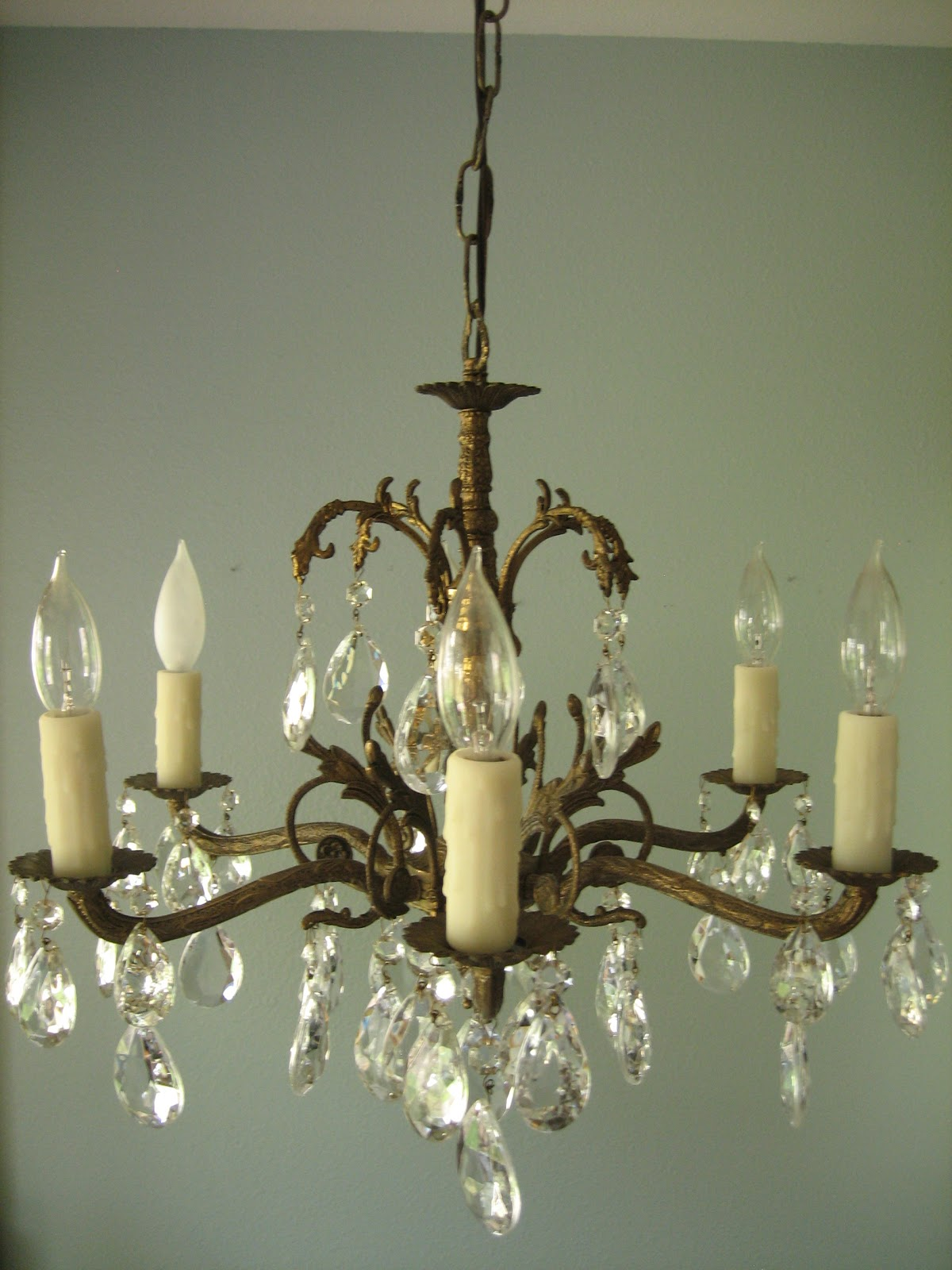 hotel_banyurip: How to Install a Chandelier