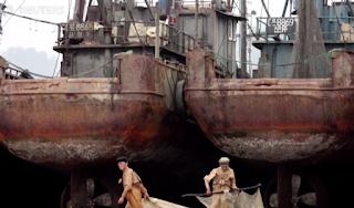 www.fertilmente.com.br - Com uma frota pesqueira sucateada ou artesanal, os Norte Coreanos se arriscam cada vez mais para aumentar sua producão de peixes para alimentar sua nação faminta