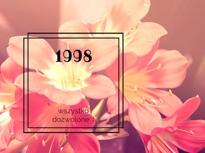 różowe kwiaty, dorosłość, osiemnastka; źródło: Canva
