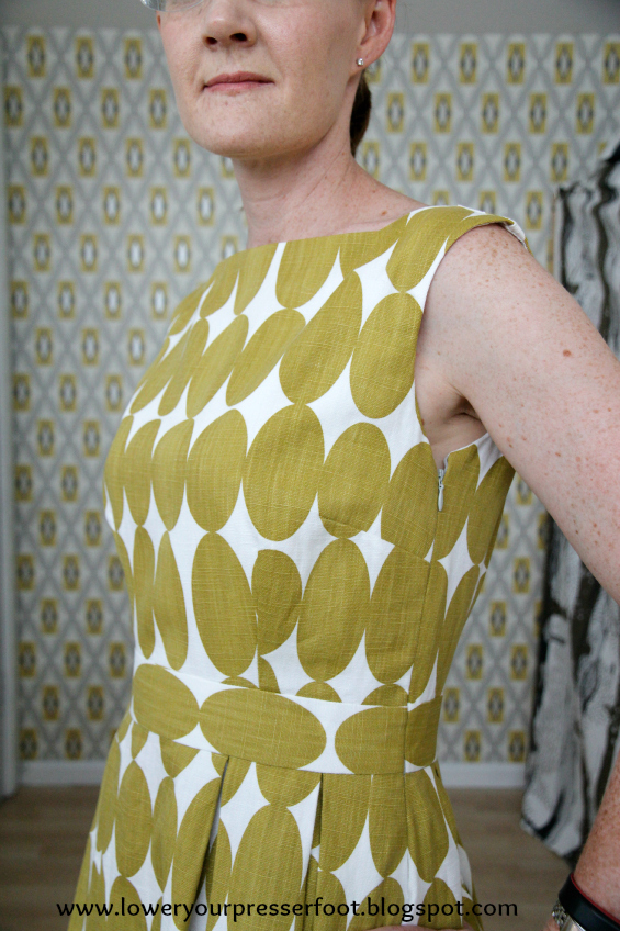 Vogue 9625 pleated polka dot dress www.loweryourpresserfoot.blogspot.com