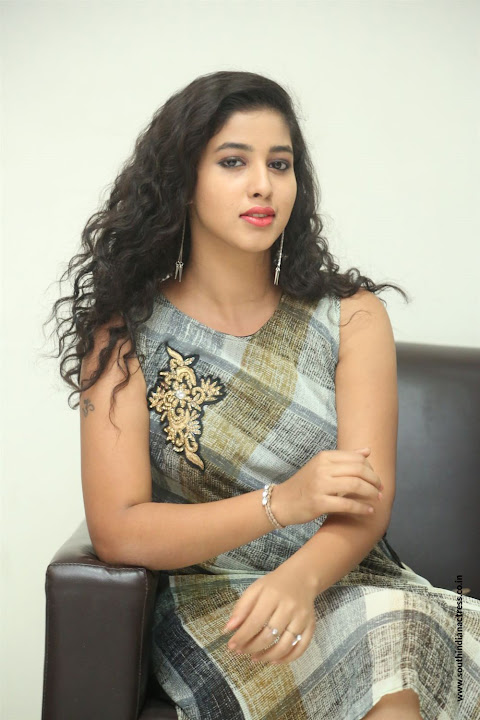 lovers club heroine pavani interview pos 15