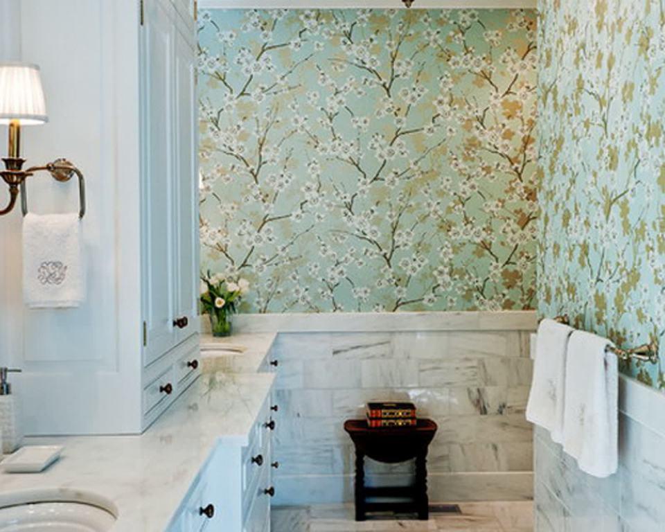 Arredamento e dintorni carta da parati in bagno for Carta parati bagno