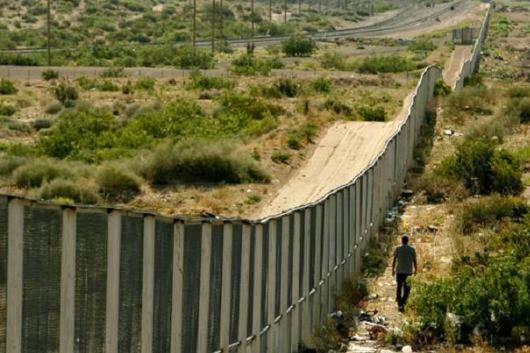 10 Amazing Border between Countries | The border between USA and Mexico