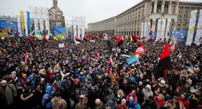 В Киеве состоялся многотысячный марш за импичмент Порошенко