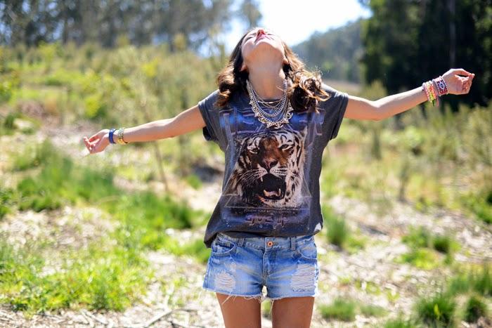 short jeans com t-shirts- moda femininas