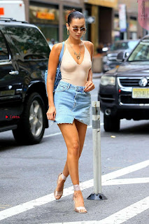 Bella-Hadid-Outside-Victorias-Secret-offices--10+%7E+SexyCelebs.in+Exclusive.jpg