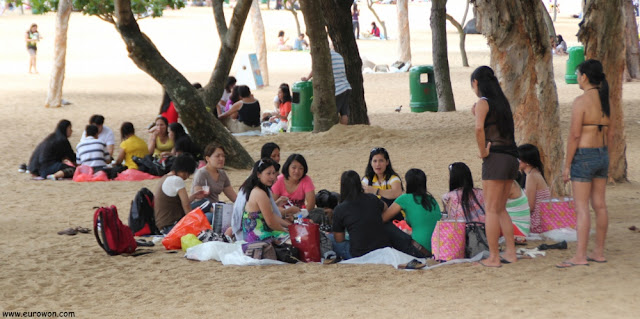 Filipinas disfrutando del domingo en Repulse Bay