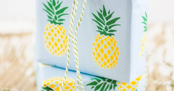 fruchtiges freebie ananas geschenkpapier zum ausdrucken. Black Bedroom Furniture Sets. Home Design Ideas