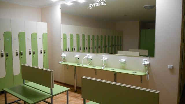 База отдыха в Мостовском, кабинки для переодевания и фены