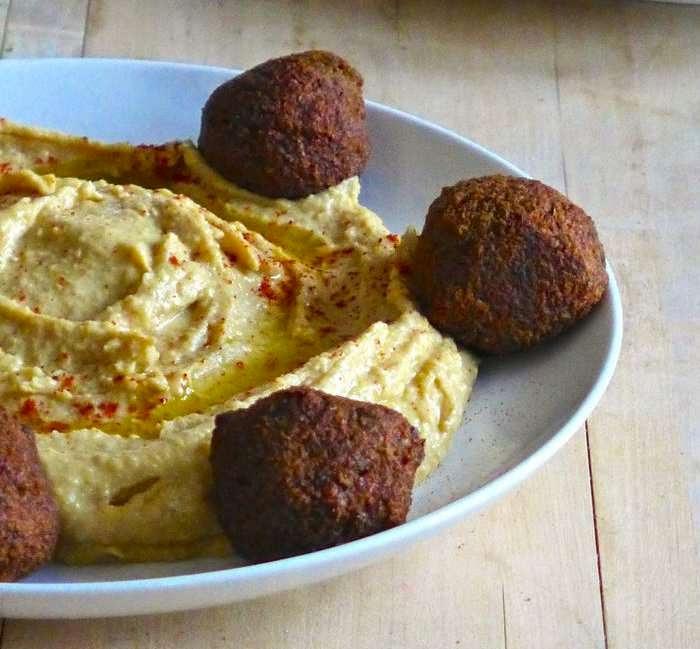 reteta de humus cu falafel si carne de oaie