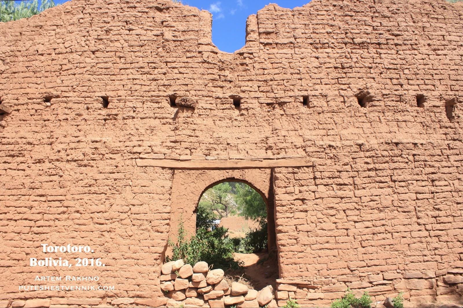 Кирпичный дом с аркой