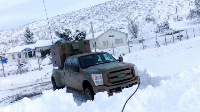 El Ministerio de Defensa asiste a los afectados por las intensas nevadas en el sur de Argentina