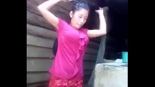 Gadis Kampung Mandi Kelihatan Semua
