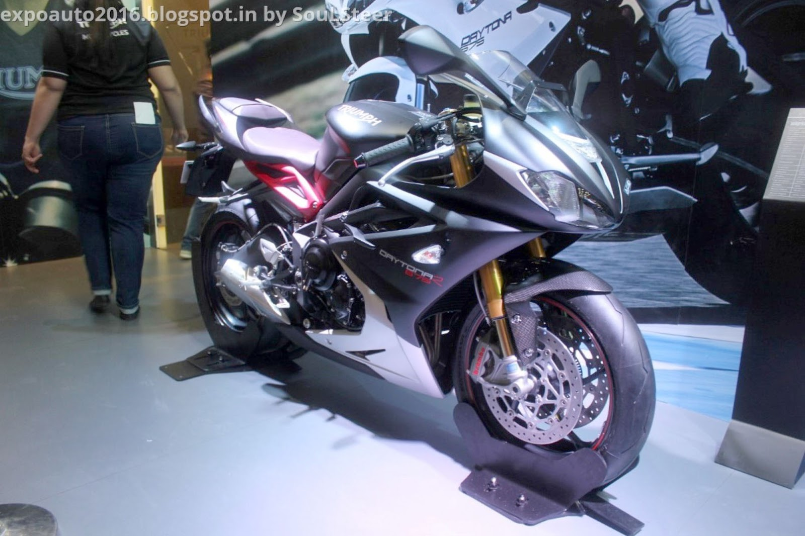 auto expo 2016 by soulsteer triumph daytona 675 abs. Black Bedroom Furniture Sets. Home Design Ideas