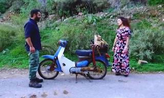 Κρήτη: Χάλασε το μηχανάκι της, την βοήθησε να βάλει μπρος, σε λίγες μέρες παντρεύονται!