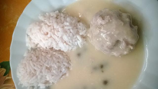 Königsberger Klopse mit Karpern sauce und Reis