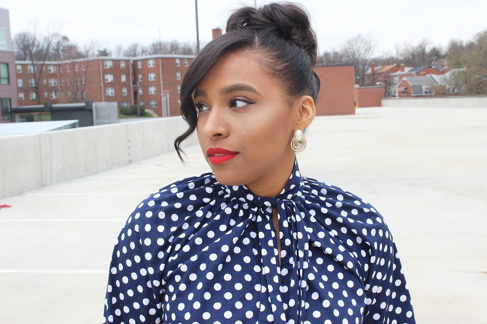 necktie blouse, polka dots, blue and red, spring looks, white denim
