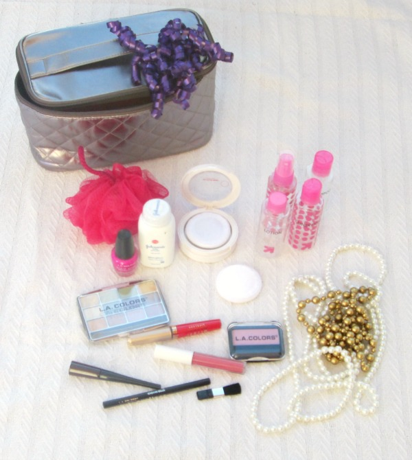 Brilliant gift ideas for a toddler that they will actually play with again and again: play makeup bag