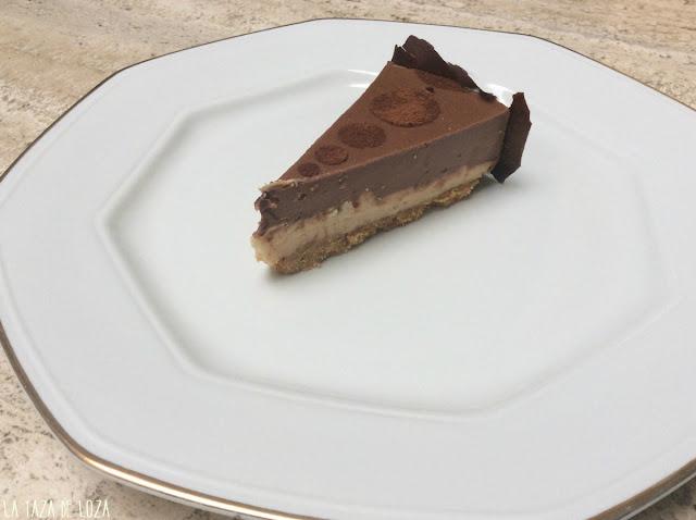 Corte de tarta de chocolates