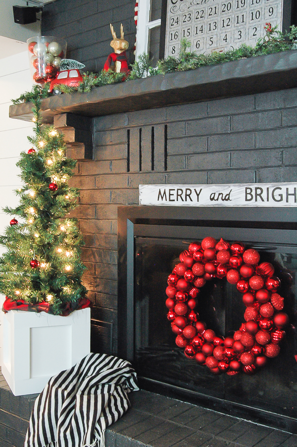 Christmas Home Tour- Decorated Mantel