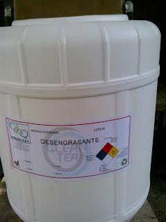 Desengrasante Clean team es un prodcutos con un elevado porder de desengrase de machas de grasa y  aceite.