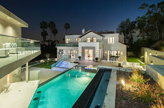 Rihanna buys a $6.8 million mansion in Hollywood Hills