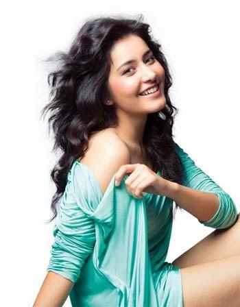 Rashi Khanna Hot Photo shoot In Green Dress ❤