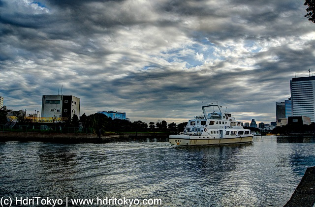 small ship cruise on mouth of Sumida-river.  white cloud in the sky.