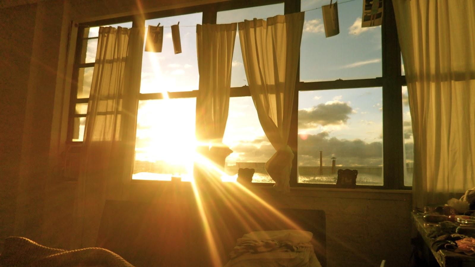 Resultado de imagem para luz do sol entrando na casa