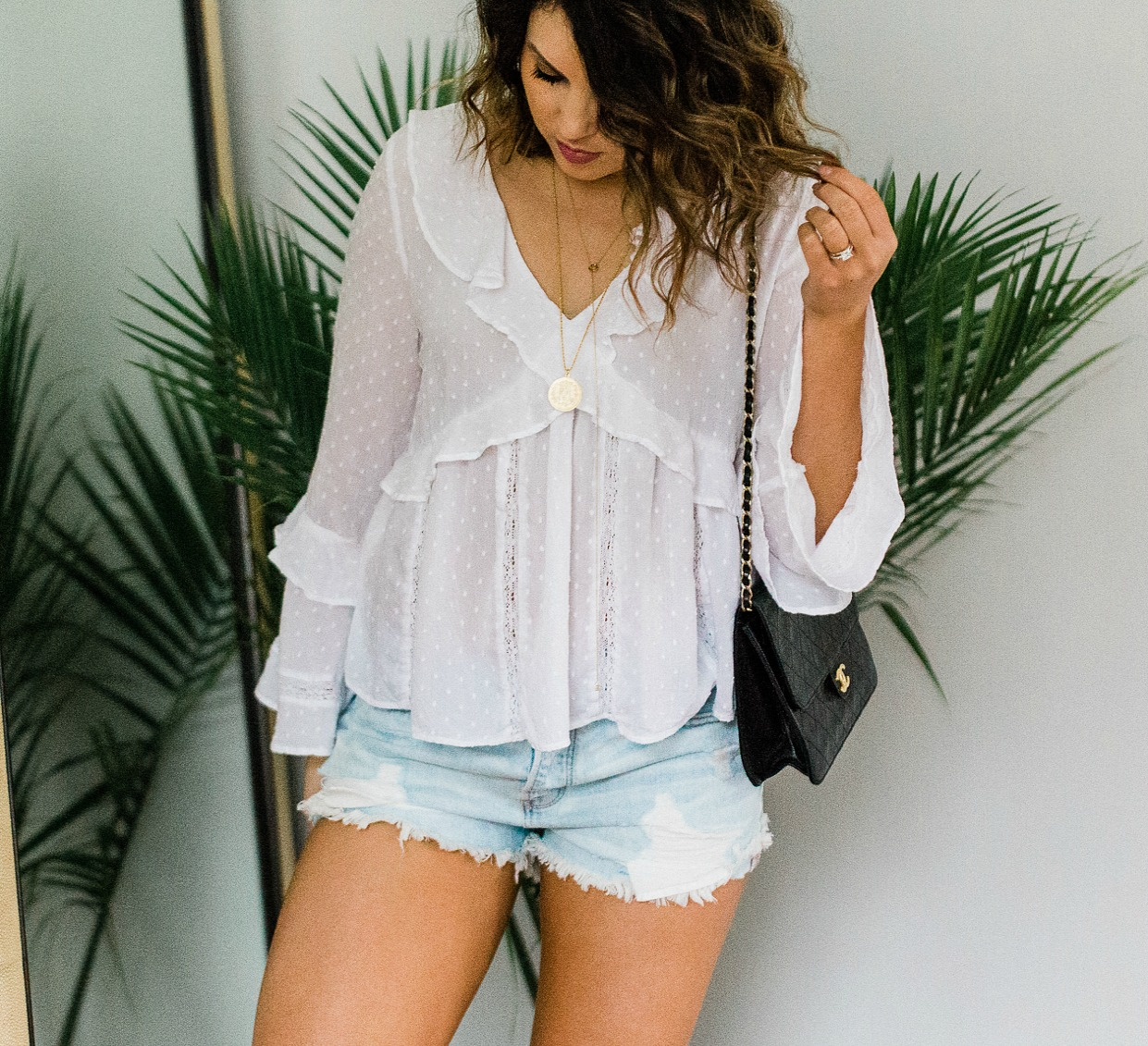 ae boho white blouse, ae tomgirl shorts, boho white blouse, xo samantha brooke, sam brooke photo, lifestyle blogger, white blouse shorts outfit, white blouse cutoffs outfit