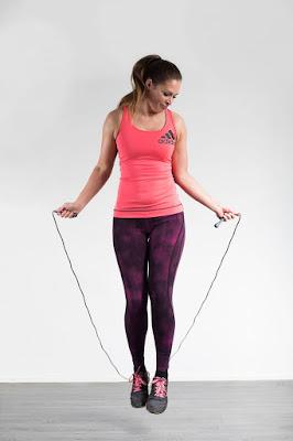 hyppy, hyppynaru, nainen, hyppää, hyppyskä, ilo, hauska, vartalo, fitness, fit, urheilu,