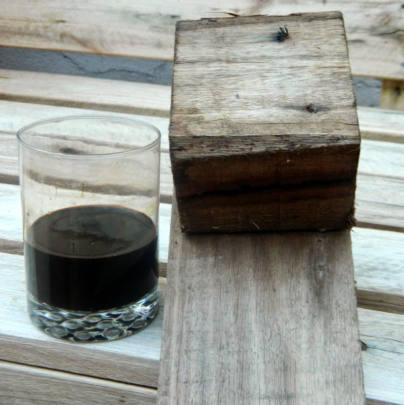 Fórmula casera para rejuvenecer y teñir madera.