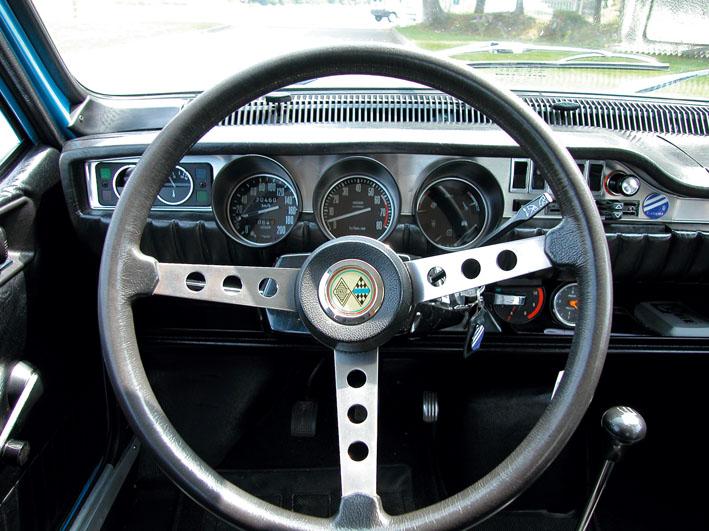 D co bolides plaquez votre r12 gordini for Renault 8 interieur