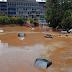 Πλημμύρες στην Αττική: Επιχειρήσεις απεγκλωβισμού οδηγών από αυτοκίνητα.