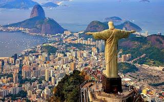 Bila Anda melihat bentuk seni yang dikenal sebagai capoeira dilakukan di jalan-jalan Salvador , ibukota Bahia , Anda akan memiliki kesulitan memutuskan jika Anda perlu untuk memanggil polisi atau menatap dengan takjub