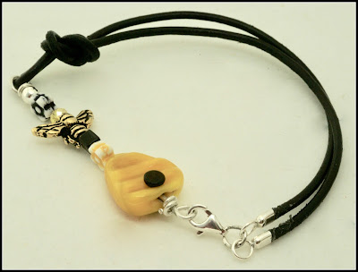 Bee bracelet by BayMoonDesign