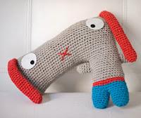 http://elgallobermejo.blogspot.com.es/2013/05/patron-de-doguie-dog.html