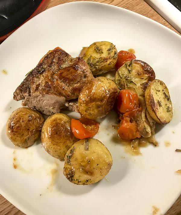 kycklingfilé, fläskfilé, potatis, äpple, tomater