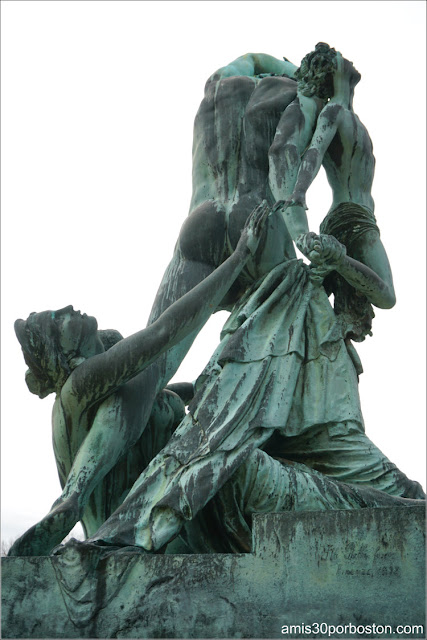 """Escultura """"Le Furie Di Atamante"""" en la Mansión The Elms en Newport"""