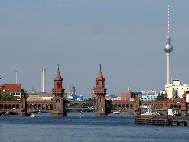 Oberbaumbrücke (Oberbaum Bridge), Fernsehturm (Television tower), Berlin