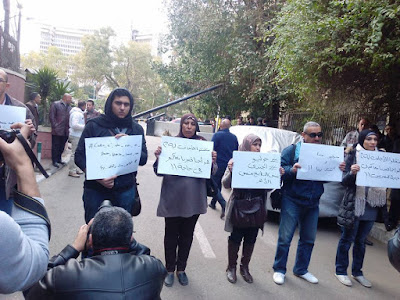 Egyptian mourners at the Italian embassy in Cairo