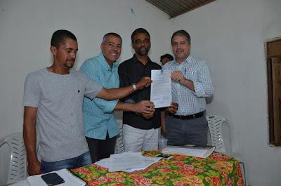 Alagoinhas: Prefeito Joaquim Neto assina ordem de serviço para construção de praça no Buri e anuncia obras na localidade