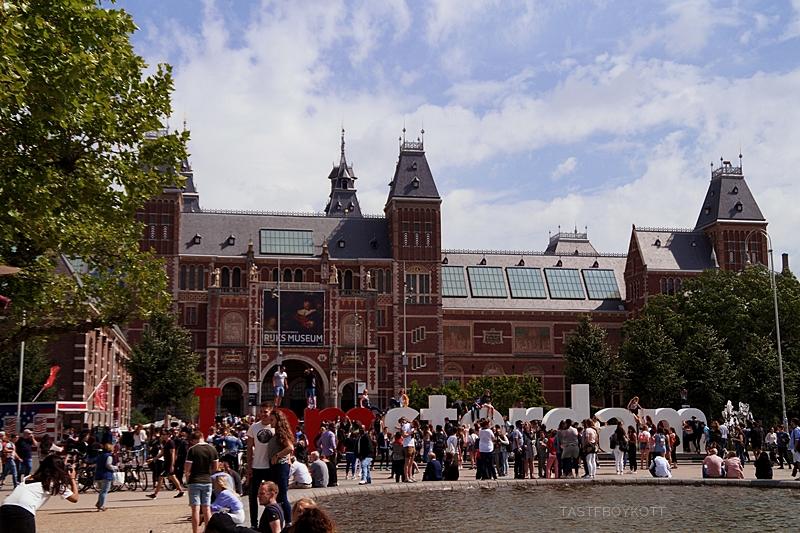 Amsterdam Sommer-Reisetipps | Rijksmuseum außen und Iamsterdam-Schriftzug | Interrail Juli 2017 | Tasteboykott