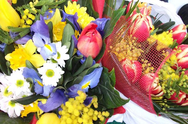 Italian University, spring flowers, bouquet, graduation, Valentina Chirico, Italian University tradition, laurel crown, celebration