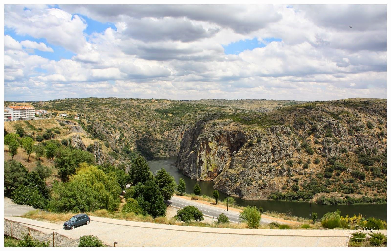 Vista del río Duero desde Miranda do Douro, Portugal
