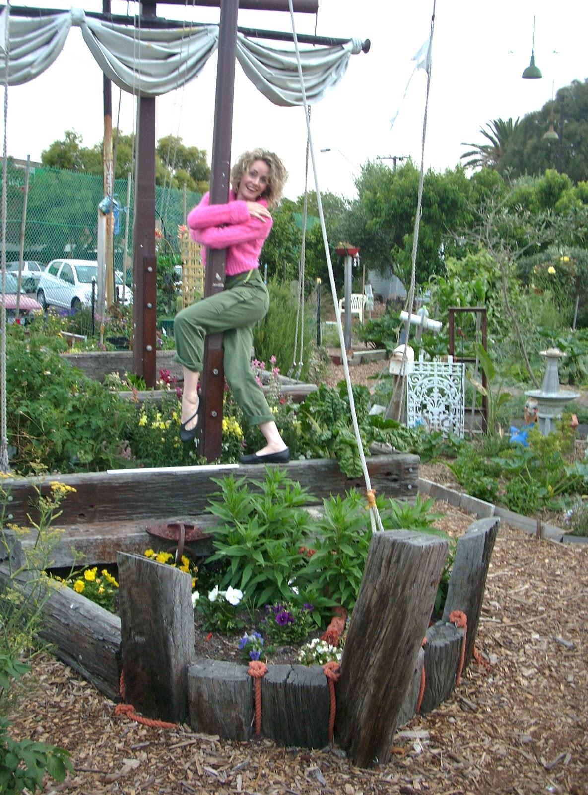 Balcony Garden Dreaming: Edible Garden Design Idea