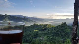 Pemandangan Sunrise Di Bukit Pentulu Indah Karangsambung Kebumen