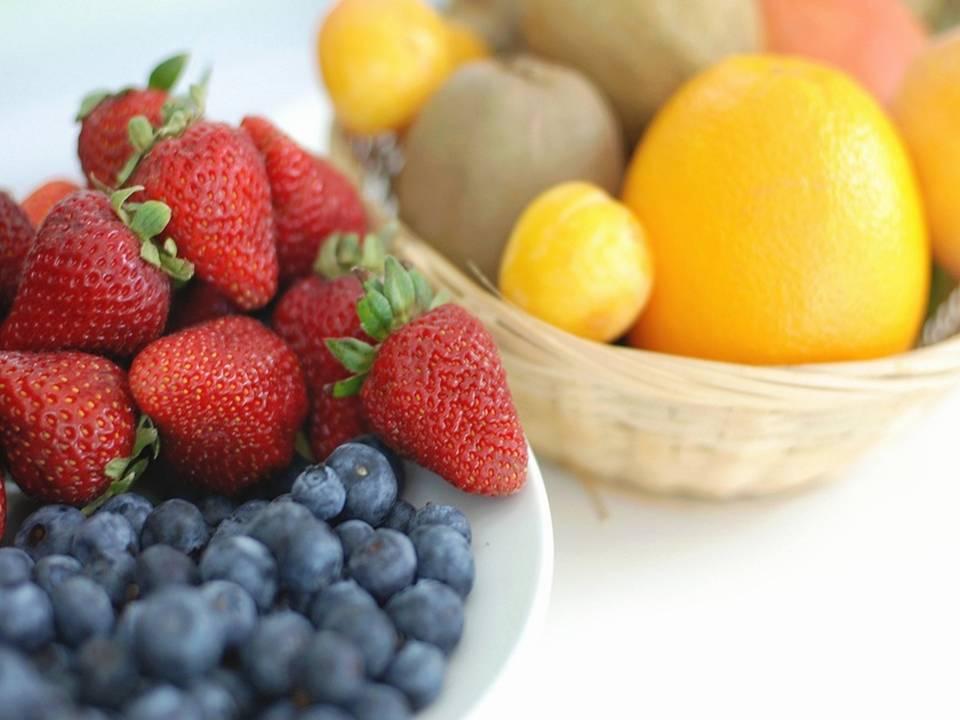¿Es bueno pelar toda la fruta?